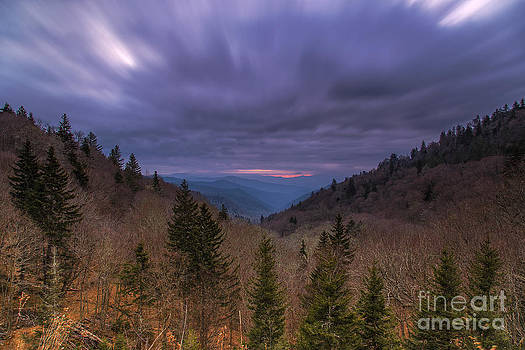 Early spring in the smokies. by Itai Minovitz