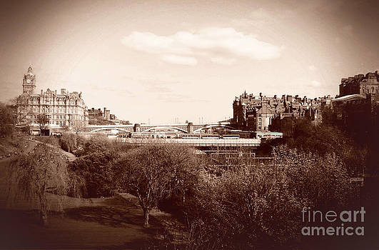 Edinburgh  by Miryam  UrZa