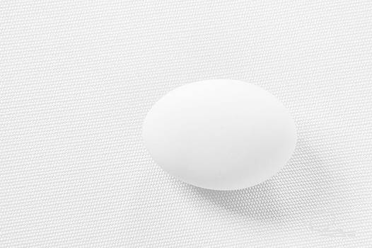 Ludwig Keck - Egg on White Tablecloth