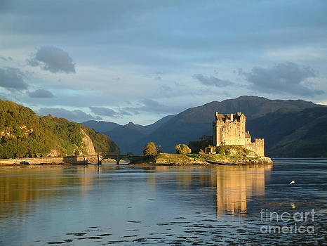 Eilean Donan castle at sunset - Scotland by OUAP Photography