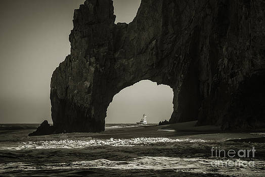 El Arco by Richard Mason