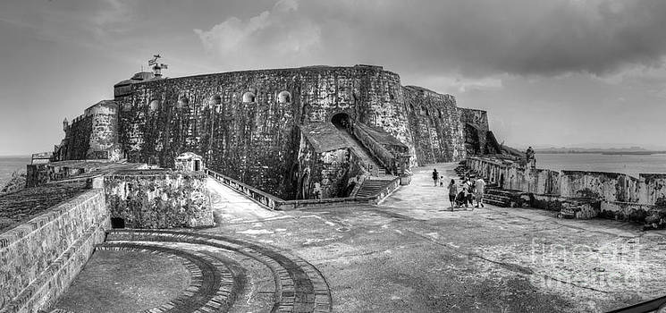 El Morro Puerto Rico by Daniel Portalatin