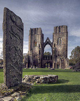 Elgin Cathedral by Wayne Molyneux