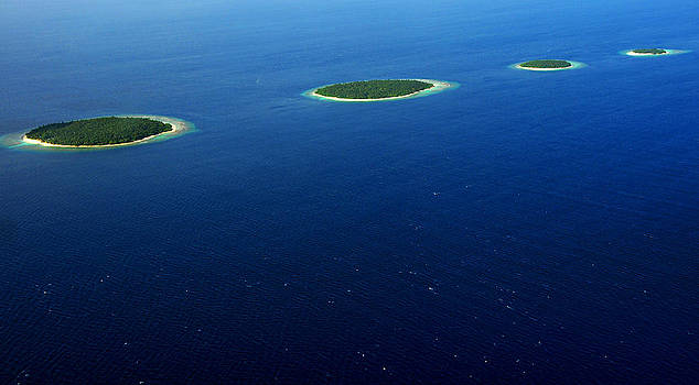 Jenny Rainbow - Emerald Chain. Maldivian Islands in Row
