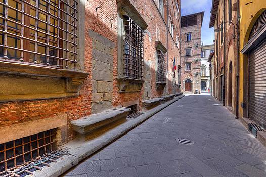 Matt Swinden - Empty Street in Lucca