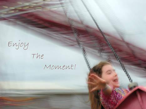 Lara Ellis - Enjoy The Moment