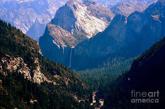 Enter Yosemite by Greg Cross