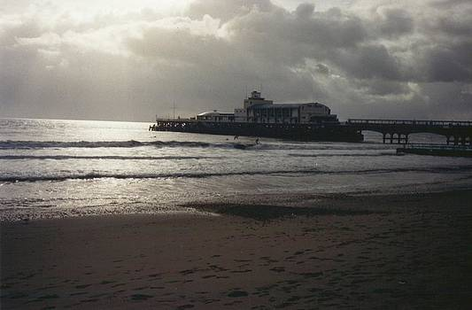 Evening at Bournemouth pier by Geoff Cooper