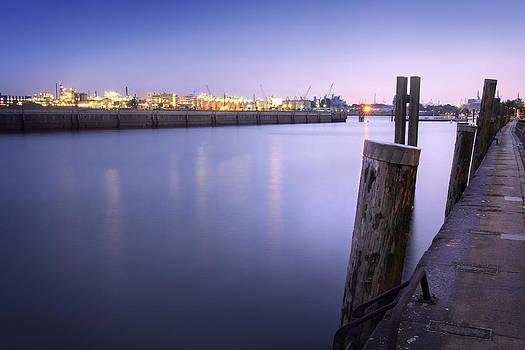 Evening at the port of Hamburg by Marc Huebner