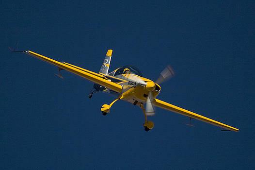 Extra Flugzeugbau by Paul Job