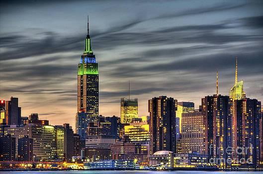 Falling daylight over Midtown Manhattan by Daniel Portalatin Photography