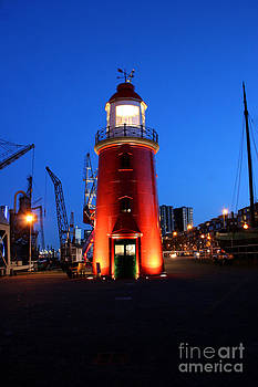 Faro Museo de Rotterdam Holland by Francisco Pulido