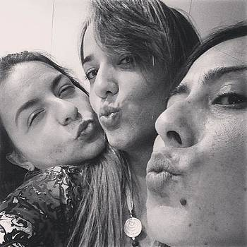 Feliz Dia Dos Amigos!!! by Anna Barros