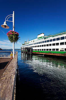 Jo Ann Snover - Ferry in Friday Harbor