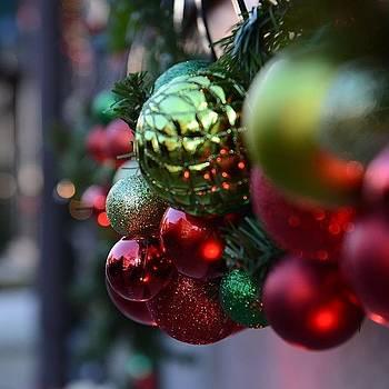 Festive Hanover Street #nofilter by Derek Peplau