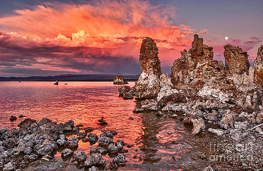 Jamie Pham - Fire - Sunset view of the strange Tufa Towers of Mono Lake and moonrise in California.