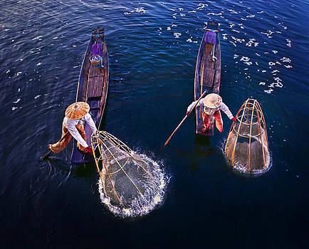 Fishermen at Inle lake by Weerapong Chaipuck