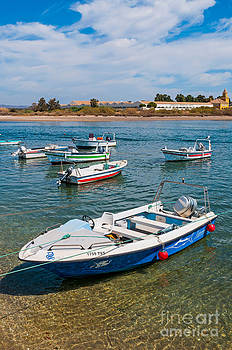 Fishing boats by Luis Alvarenga