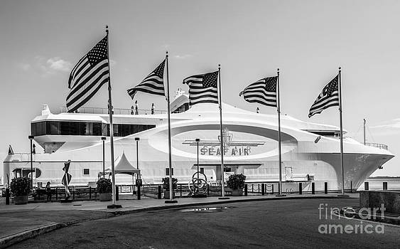 Ian Monk - Five US Flags flying proudly in front of the megayacht Seafair - Miami - Florida - Black and White
