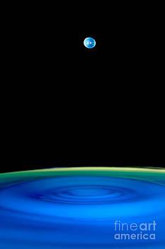 Floating drop by Philipe Kling David