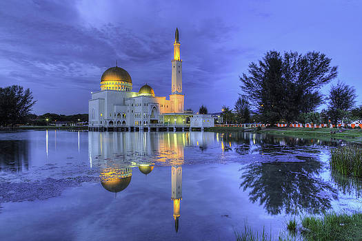 Floating Mosque by Mario Legaspi