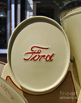 Leslie Cruz - Ford Detail