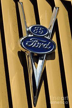 Leslie Cruz - Ford Symbol
