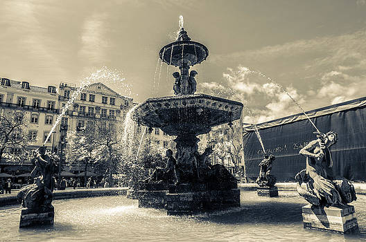 Fountain by Georgina Noronha