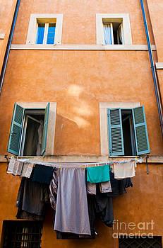 Fresh laundry by Luis Alvarenga