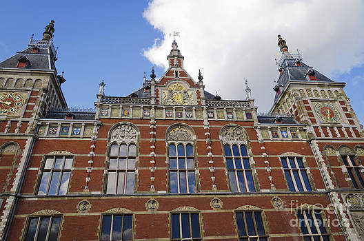 Oscar Gutierrez - Front facade of the Amsterdam Central Railway Station
