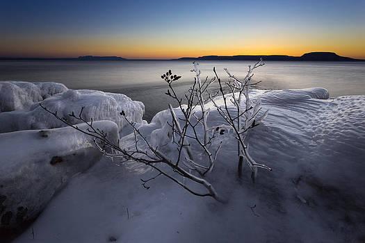 Frozen Point before sunrise by Jakub Sisak