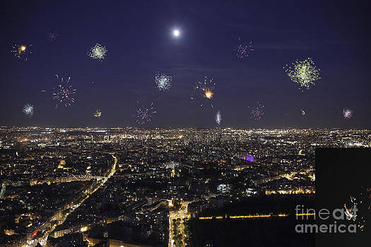 Patricia Hofmeester - Full moon over paris with fireworks