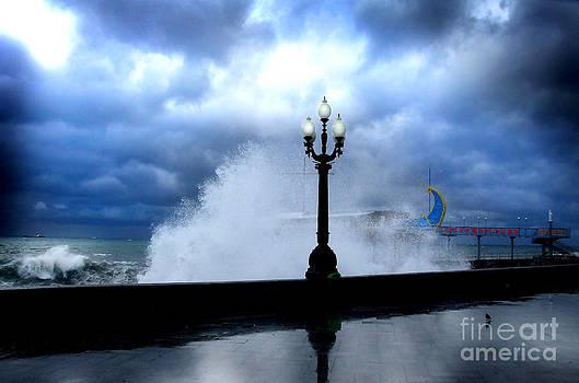 Gale in Yalta by Leonid Nozdrachov