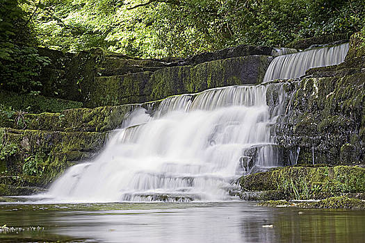 Gentle falls by Tony Reddington