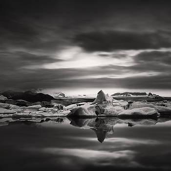 Glacier lagoon by Frodi Brinks