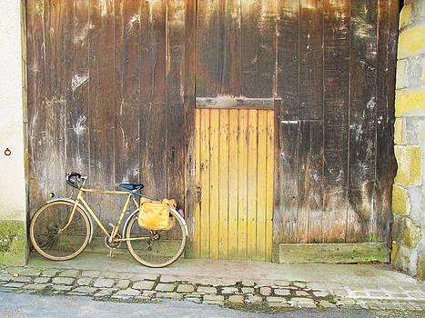 Randi Kuhne - Golden Bike