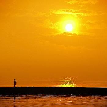 Golden Hours #sun #sunrise #jakarta by Dani Daniar