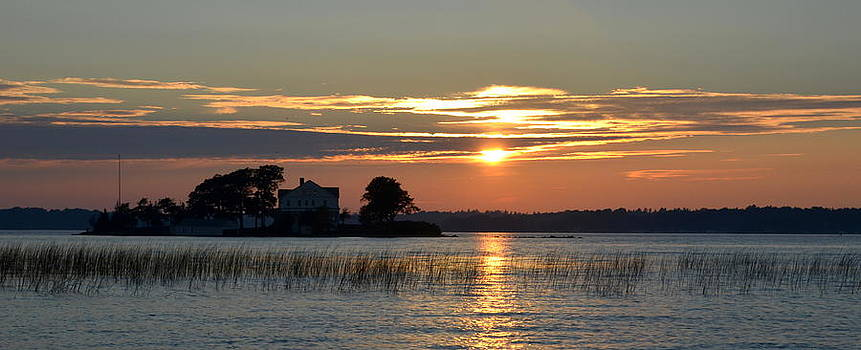 Linda Rae Cuthbertson - Golden Sky Sunset in Blind Bay Thousand Islands