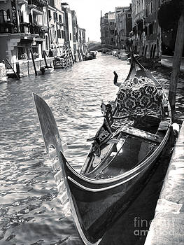 Gregory Dyer - Gondola - black and white