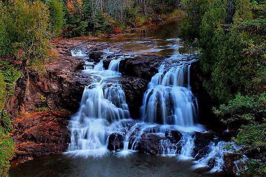 Matthew Winn - Gooseberry Falls in Autumn