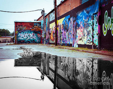 Sonja Quintero - Graffiti Reflection