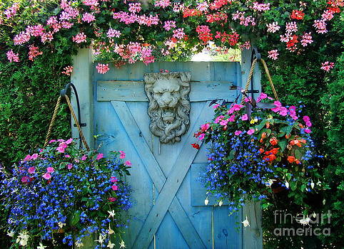 Grand Entrance by Andrea Kollo