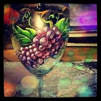Grape Vine Buzz by Dan Olszewski
