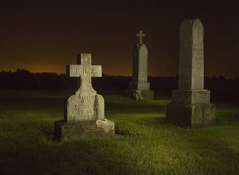 Jean Noren - Gravestones at Night Painted with Light