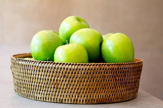 Green apples. by Suphakit Wongsanit