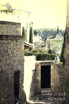 Heiko Koehrer-Wagner - Green Courtyards Behind Medieval Walls