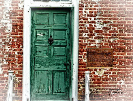 Green Door Allee House by Stanley Lupo