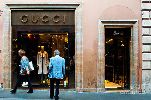 Gucci store by Luis Alvarenga