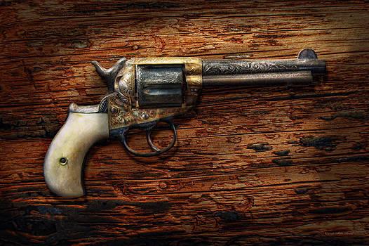 Mike Savad - Gun - Police - True Grit