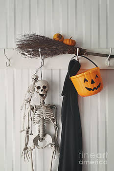 Sandra Cunningham - Halloween costumes and decorations